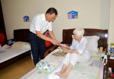 建宁水务集团领导国庆、中秋节前慰问离退休老干部